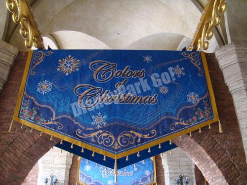 クリスマス・ウィッシュ2012のミラコスタ通りのタペストリー(イベントロゴ)