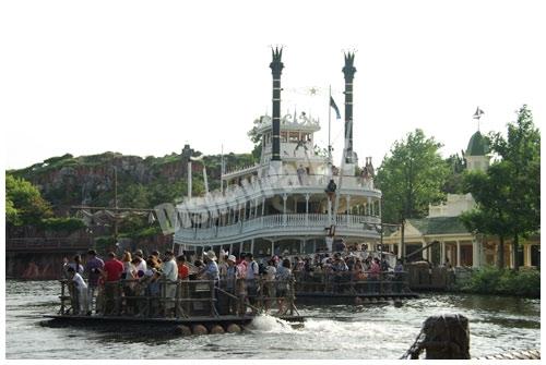 蒸気船マークトウェイン号とイカダ