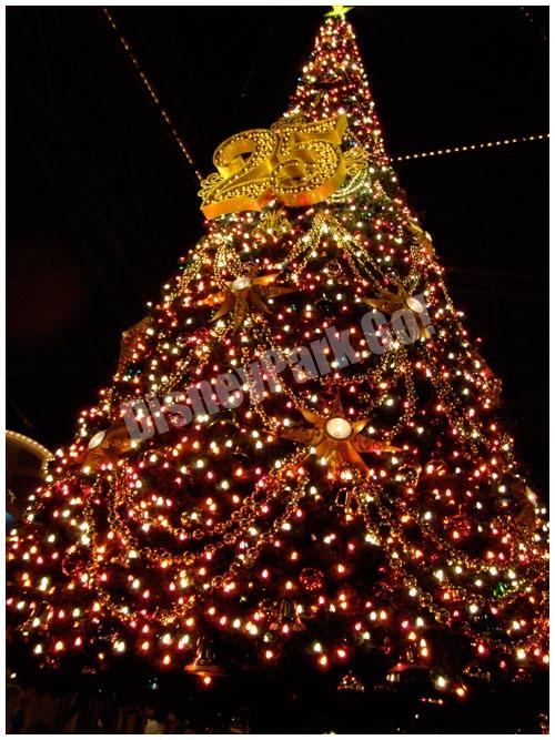 東京ディズニーランド25周年のクリスマスツリー