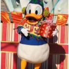 クリスマス・ラップド・イン・リボンのドナルドからプレゼント