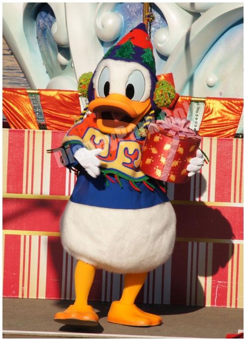 プレゼントを持ってきたドナルド