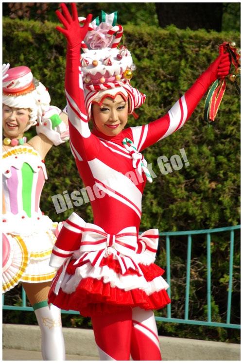 ディズニー・サンタヴィレッジ・パレードの女性ダンサー