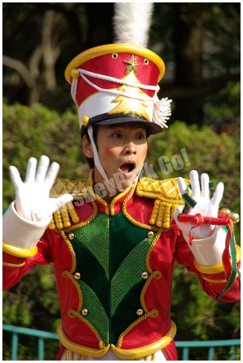 ディズニー・サンタヴィレッジ・パレードの 男性ダンサー(オモチャの兵隊)