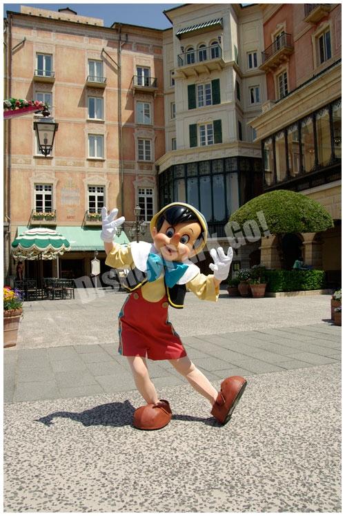 ホテルミラコスタ前のピノキオ