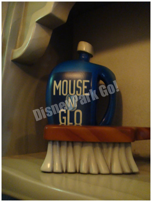 ミッキーの家の洗剤とブラシ