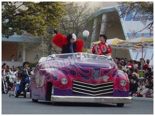 ディズニー・ロック・アラウンド・ザ・マウスのカーレース(ガストン、クルエラ)