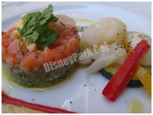 スモークサーモンと帆立貝のタルタルと野菜のマリネ