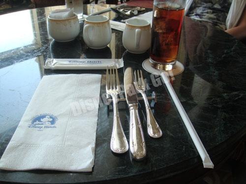 ドリーマーズ・ラウンジのテーブルセット