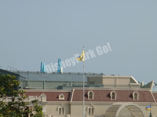 ワールドバザールの旗