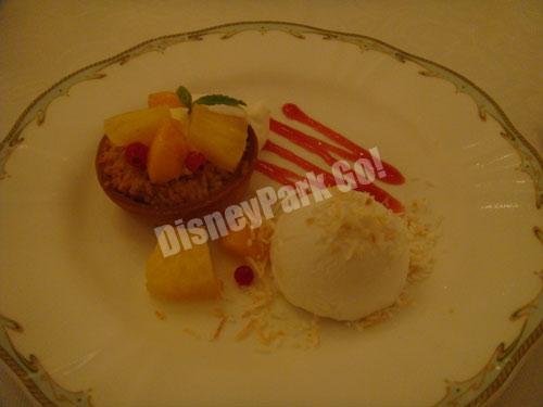 マンゴーとパイナップルのカスタードクリームタルト ココナッツシャーベット添え