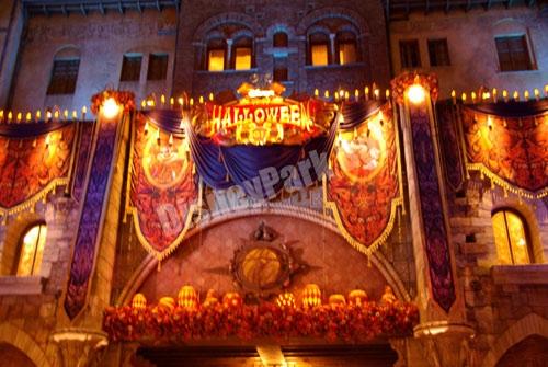 ディズニー・ハロウィーン2012のミラコスタ通り(夜)