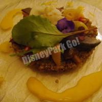 バルサミコマリネした茸とキノアと真鯖のスモーク スカンピと季節野菜添え コリアンダーと生姜風味のキャロットソース
