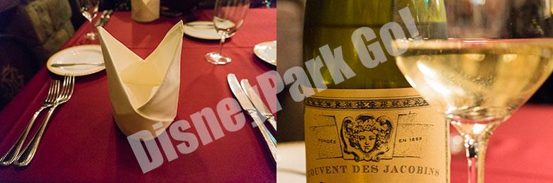 マゼランズのテーブルセッティング(左)、この日頂いた白ワイン(右)