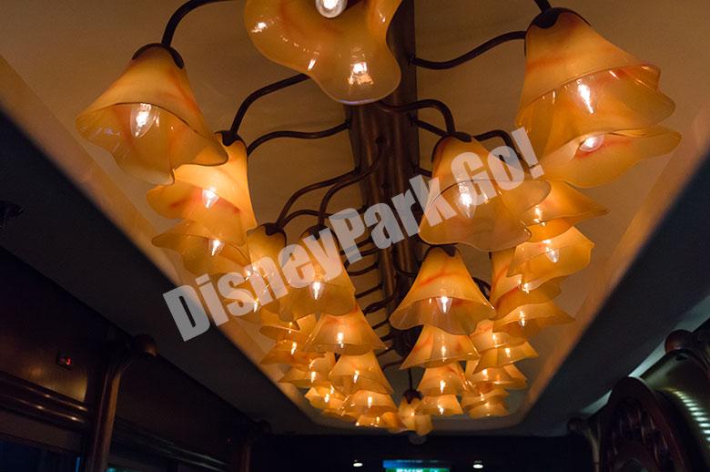 レミー入り口の天井のライト