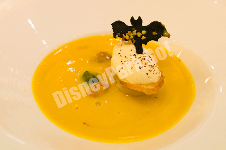 パンプキンのクリームスープ 帆立貝のソテーとアマレットの香るマスカルポーネムース