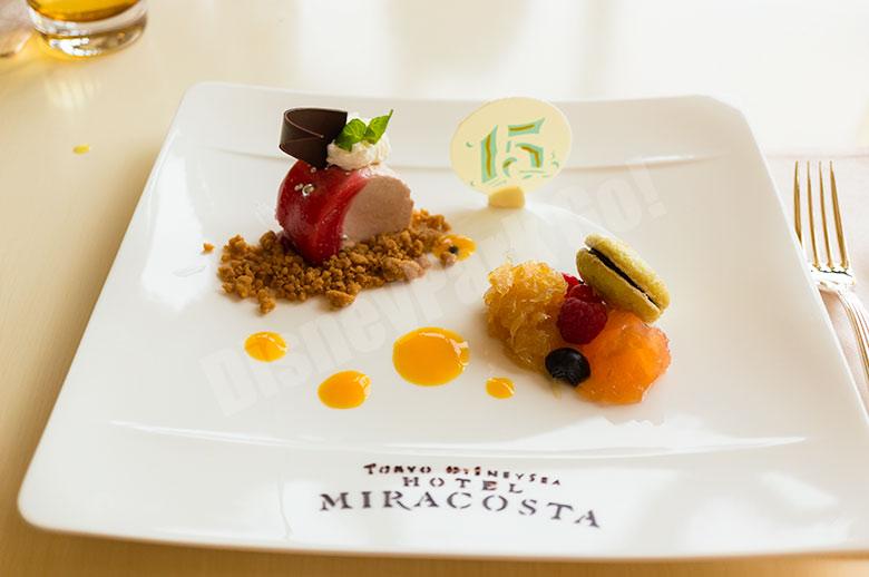 ハスカップとチョコレートのムースグラッセ  グレープフルーツカラメリゼ