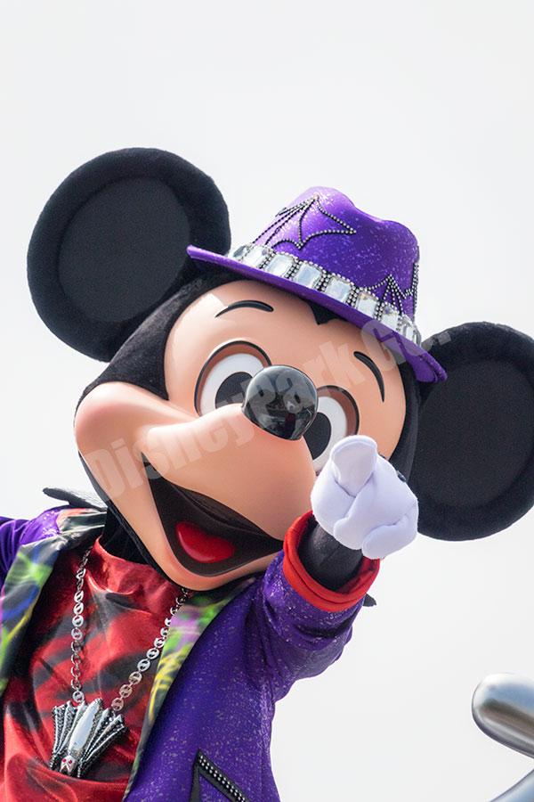 ハロウィーン・ポップンライブのミッキー(指差しポーズ)