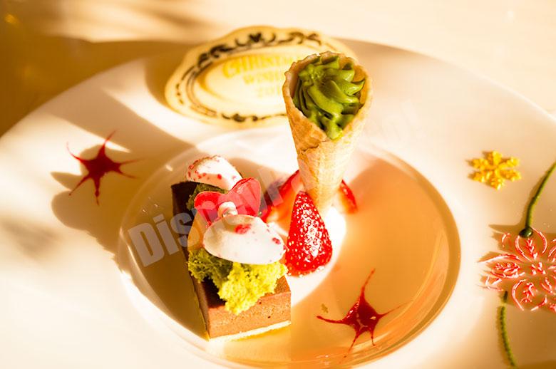 チョコレートチーズケーキ  苺のハーブマリネと抹茶アイスクリーム