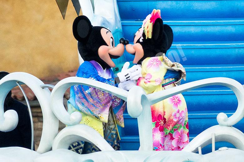 キスするミッキー&ミニー