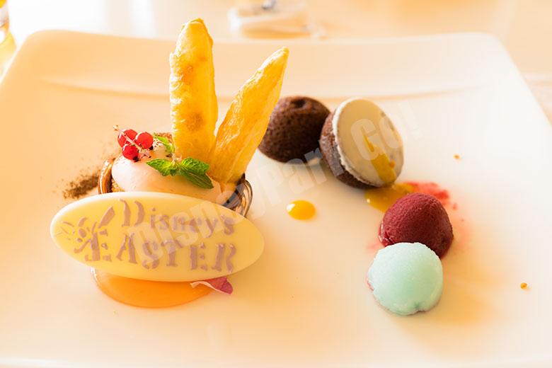 桜のティラミスとチョコレートのマドレーヌ ブルーベリーとブルーキュラソーのソルベ