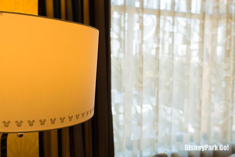 ミッキーシェイプ柄のランプ
