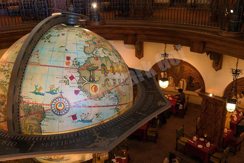 マゼランズ店内の地球儀