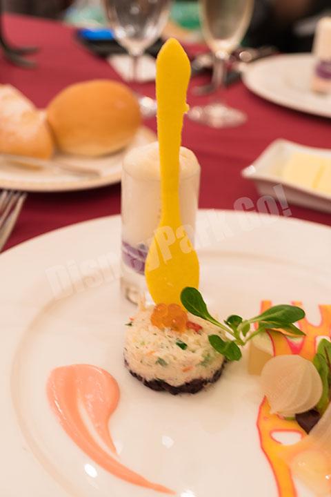 ズワイ蟹と黒米のガトー仕立て、紫イモのムースとホワイトアスパラガスのエスプーマ