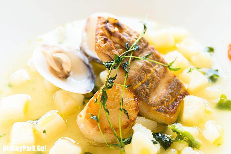 いとより鯛と帆立貝のインパデッラ、蛤とじゃが芋のウミドンドゥィヤとトマトのペーストをアクセントに